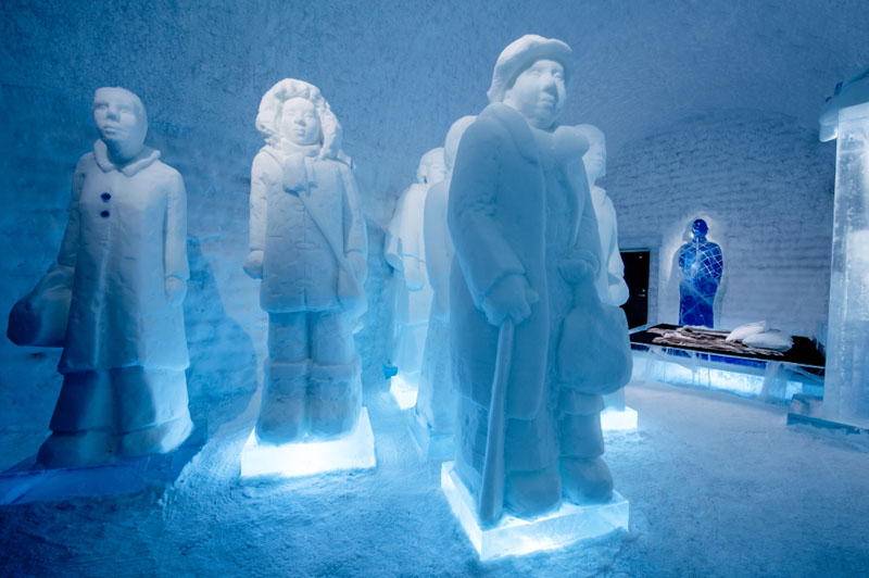 ice-hotel-art-suites-ice-carving-sculpture-191217-1221-06