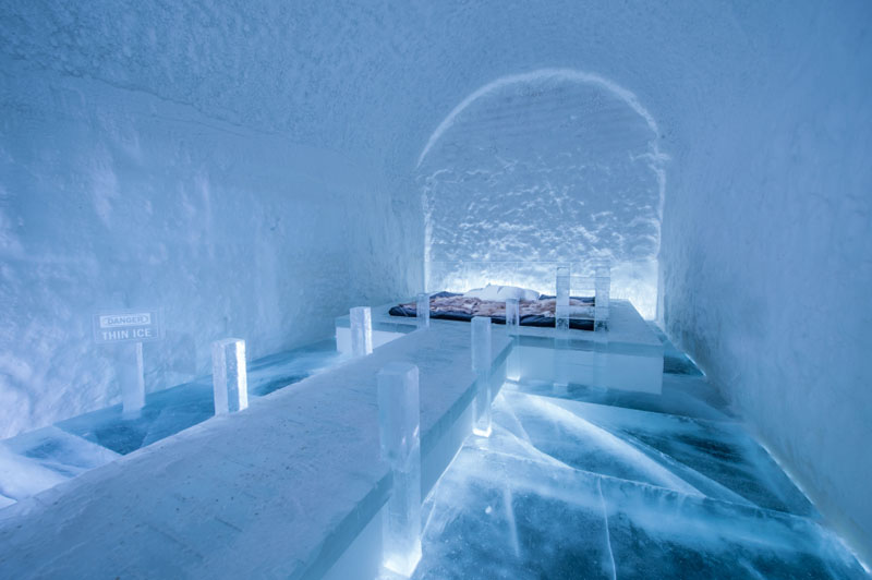 ice-hotel-art-suites-ice-carving-sculpture-191217-1221-07