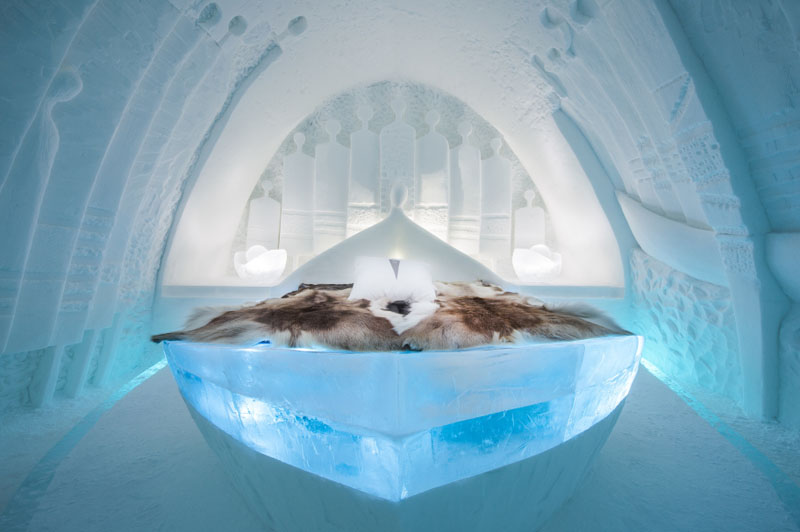 ice-hotel-art-suites-ice-carving-sculpture-191217-1221-08