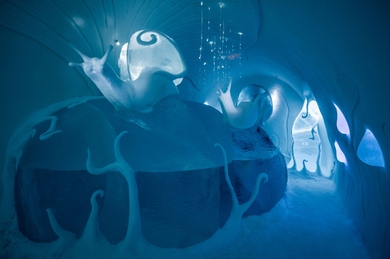 ice-hotel-art-suites-ice-carving-sculpture-191217-1221-10