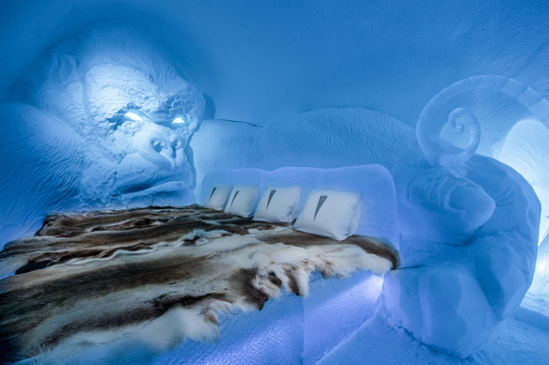 ice-hotel-art-suites-ice-carving-sculpture-191217-1221-11