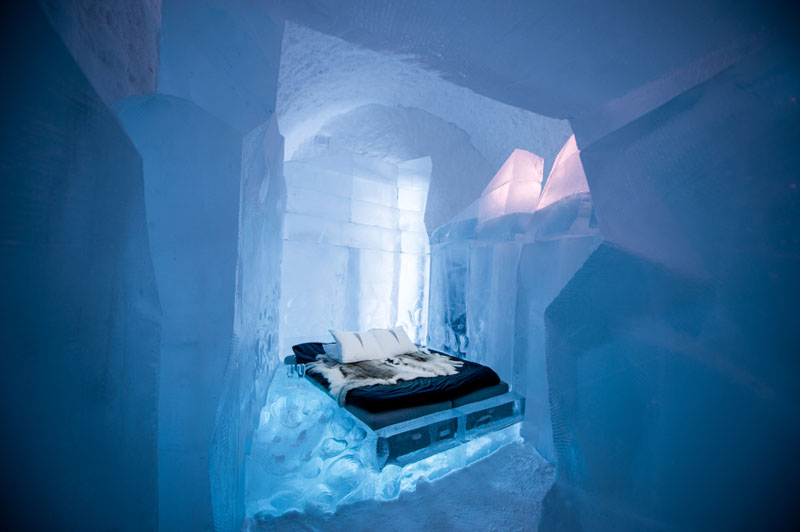 ice-hotel-art-suites-ice-carving-sculpture-191217-1221-13