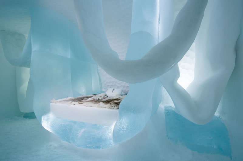 ice-hotel-art-suites-ice-carving-sculpture-191217-1221-14