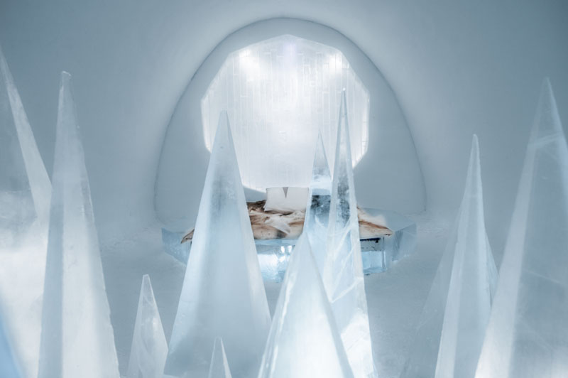 ice-hotel-art-suites-ice-carving-sculpture-191217-1221-15