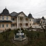 Američki mediji o srpskom selu sa raskošnim vilama