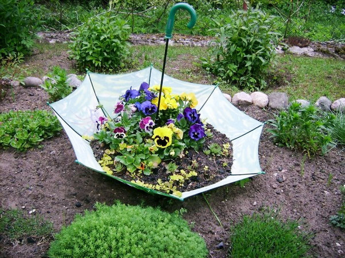 diy-garden-decorations-garden-decorating-ideas-on-a-budget-easy-diy-projects-decor-5a82bf67a54c9__700