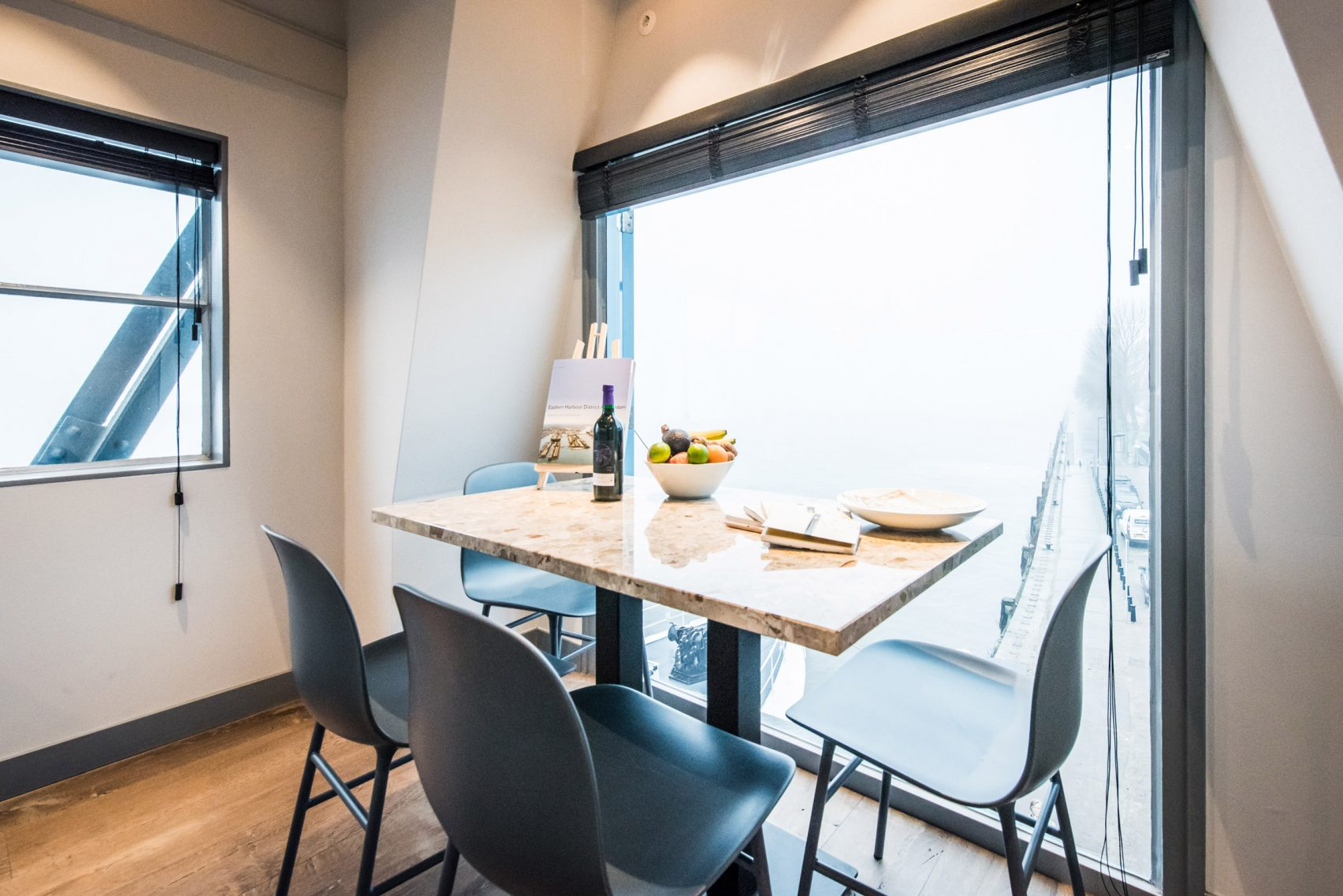 yays-crane-apartment-edward-van-vliet-architecture-interiors-netherlands_dezeen_2364_col_4-1704x1137