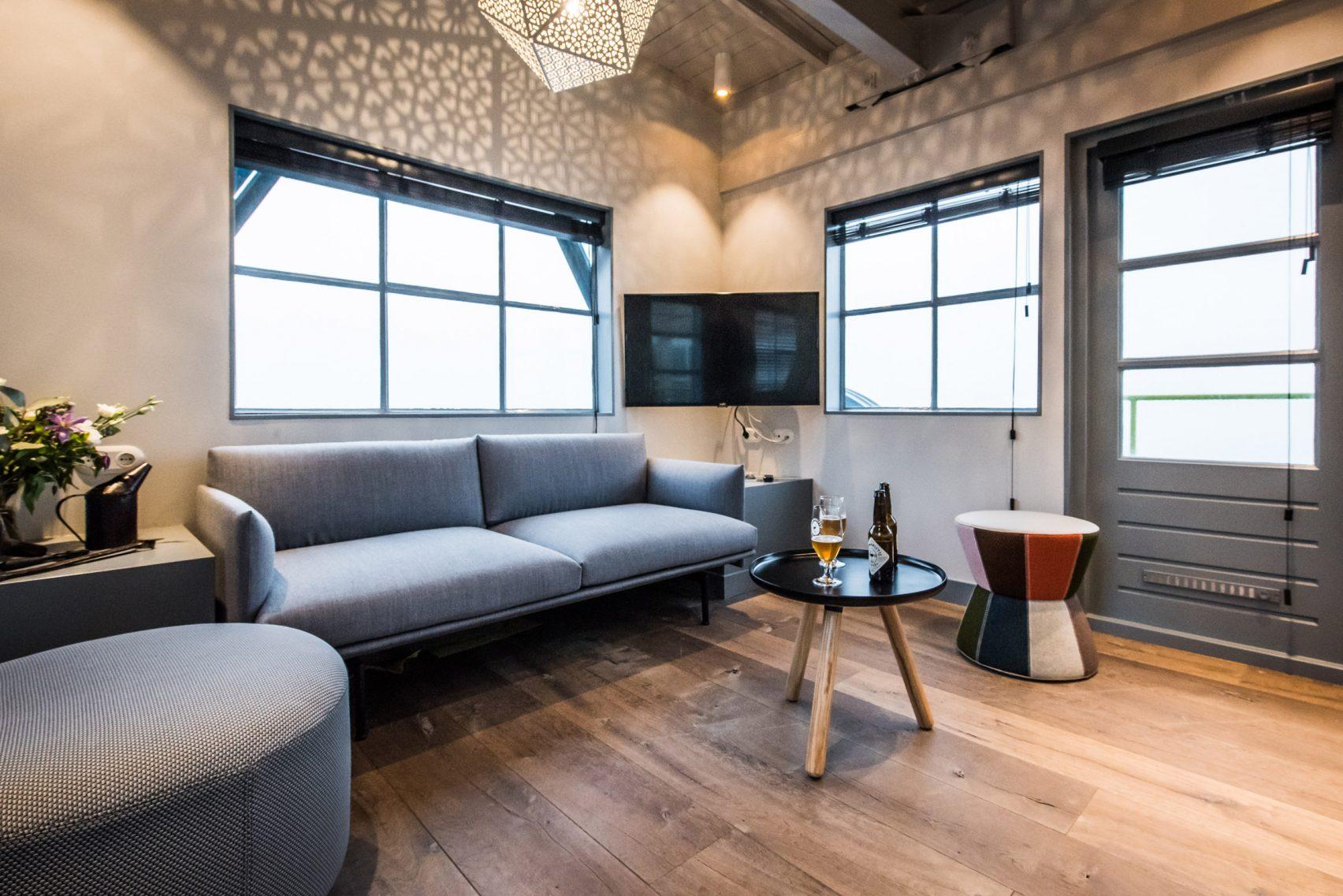 yays-crane-apartment-edward-van-vliet-architecture-interiors-netherlands_dezeen_2364_col_6-1704x1137