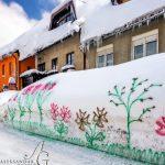 """Jedna gospođa u hrvatskom gradiću Delnice """"uredila"""" je snijeg ispred kuće"""