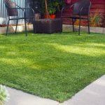 Uređenje dvorišta: Kako da postavite umjetnu travu