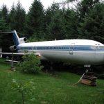 Bruce Campbell avion u šumi pretvorio u dom