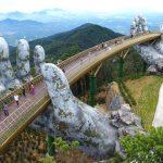 Fascinantni most u Vijetnamu drže divovske kamene ruke