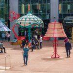 Zašto su džinovske lampe postavljene u centar grada?