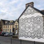 """Street art umjetnica fasade širom Evrope """"oblači"""" u čipku"""