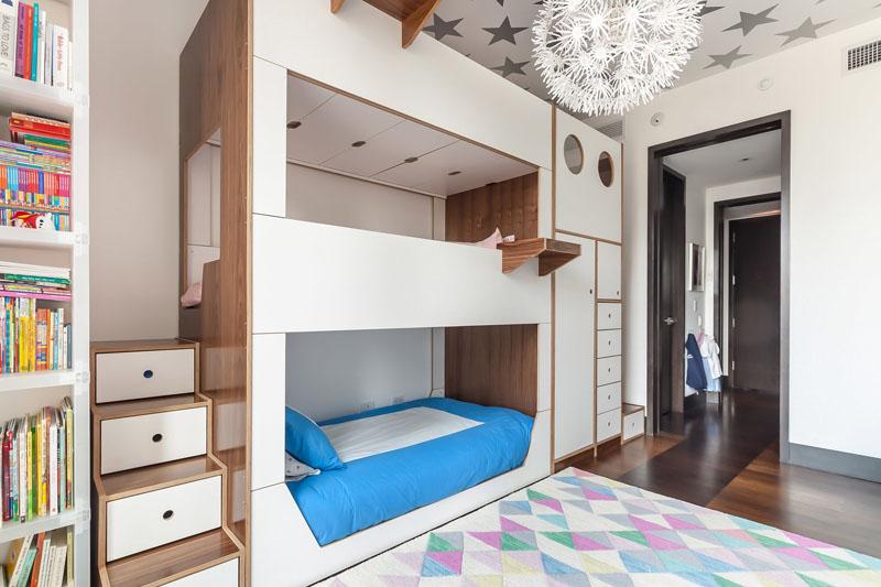 krevet na sprat za troje djece