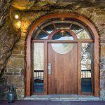 Prodaje se nevjerojatna kuća skrivena unutar pećine, unutrašnjost će vas oduševiti