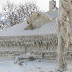 Snijeg i vjetar kuću pretvorili u ledenicu
