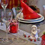 Od neobičnih dekoracija do sofisticiranih ukrasa: Osam savjeta za ukrašavanje prazničnog stola