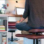 Napravljena stolica za osobe koje vole sjediti prekriženih nogu