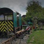 Britanac u vrtu napravio prugu i vagon za odmor