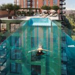 """U Londonu predstavljen najveći """"lebdeći"""" akrilni bazen na svijetu"""